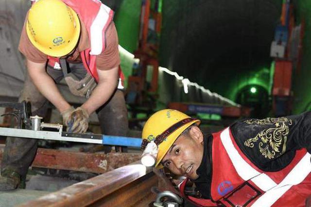 长沙地铁6号线铺轨已从韶光站铺至农东区间,预计年内实现洞通