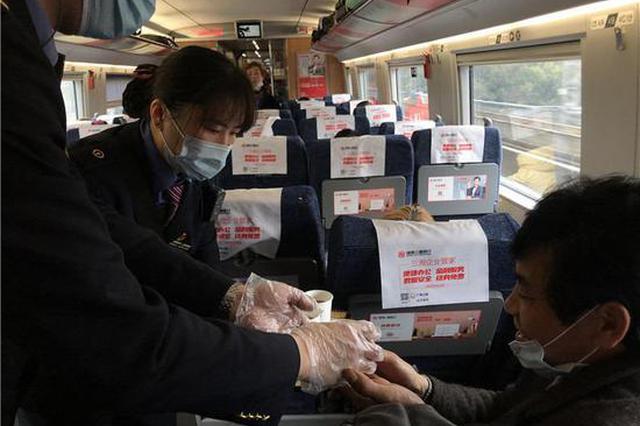 湘潭县556名赴粤务工人员乘坐复工专列奔赴广州