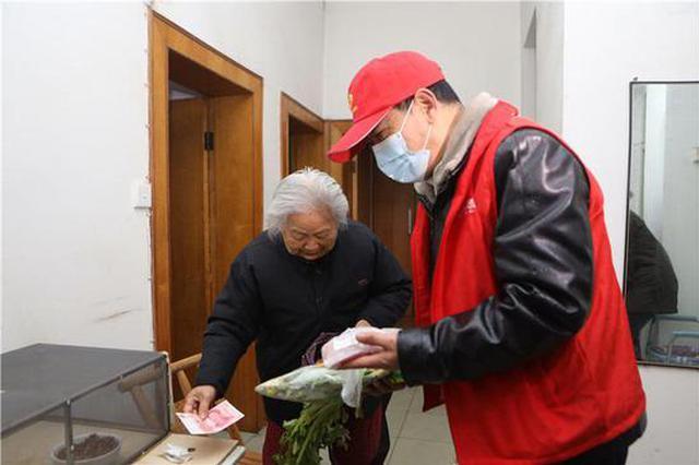 """长沙这个社区有位""""扫地僧"""",还和老伙计们帮居民义务送菜上"""