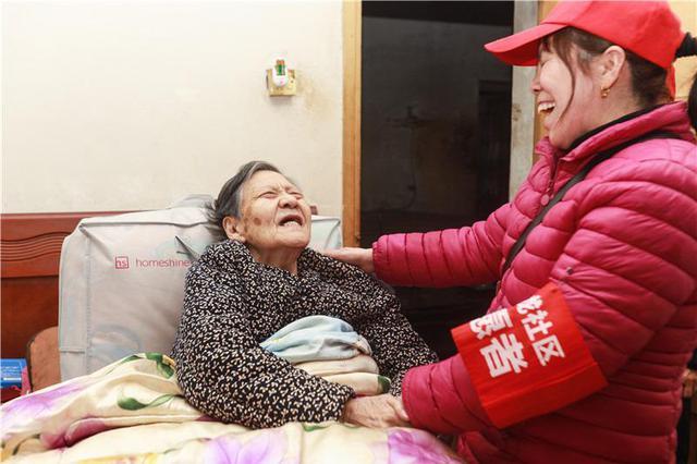 """长沙这个社区有个专职""""陪聊""""的帮帮团"""