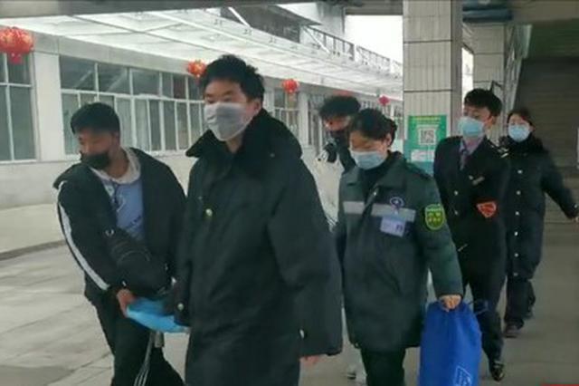 旅客突发疾病 怀化火车站接力搭建生命通道