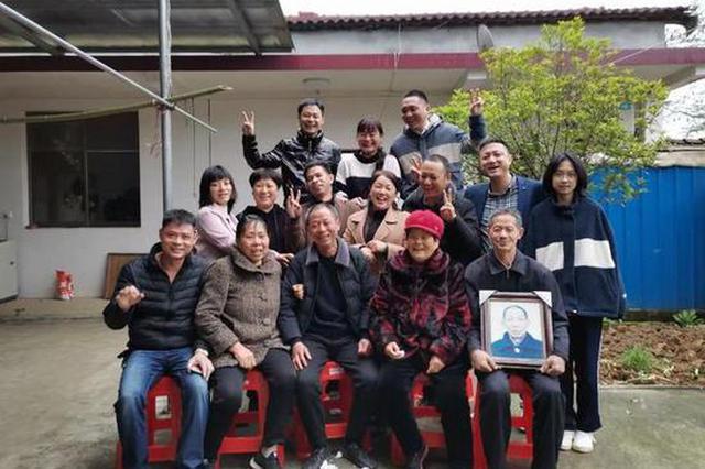 岳阳男子7岁跟母亲走散 60年后终于回家!