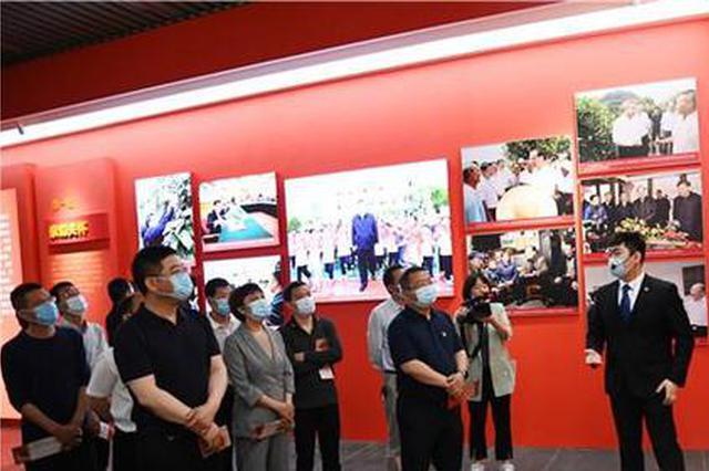 每天前来观看湖南省脱贫攻坚大型成就展的人仍络绎不绝。