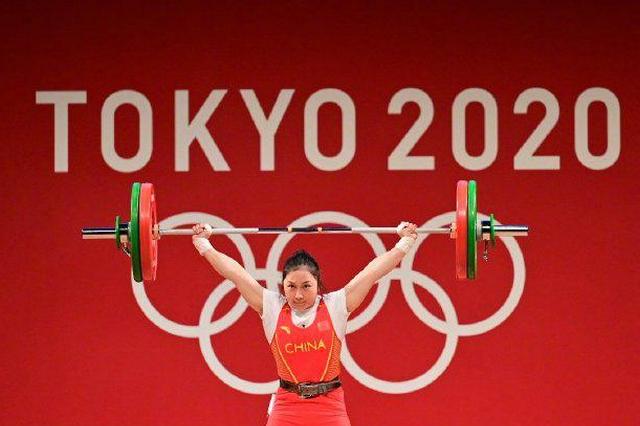 廖秋云女子 55 公斤级摘银,老家燃放绚丽烟花庆祝,母亲:她