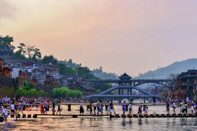 国庆假期过半,出游人数上升 湖南107家A级景区接待游客超600