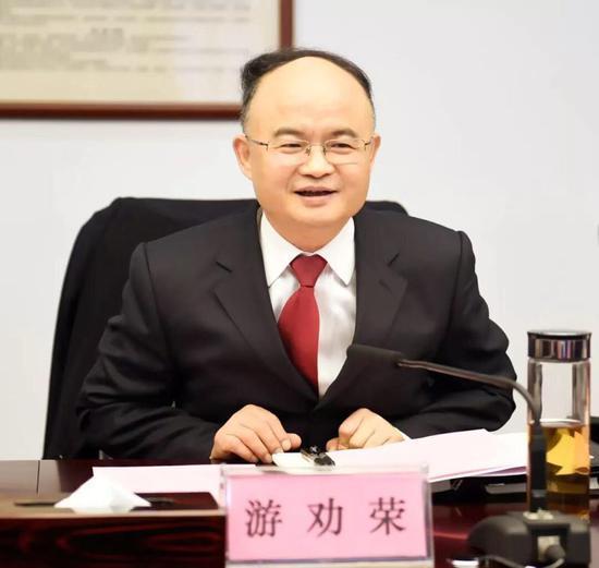 游劝荣代表:设立长江生态法院