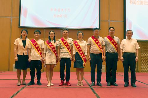 蒋昌忠、应若平与部分国赛获奖选手和指导教师代表合影留念