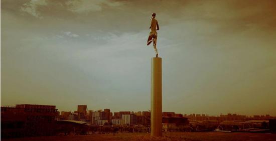 《行健》(获法国巴黎国际沙龙泰勒大奖) 作者:李象群 鲁迅美术学院
