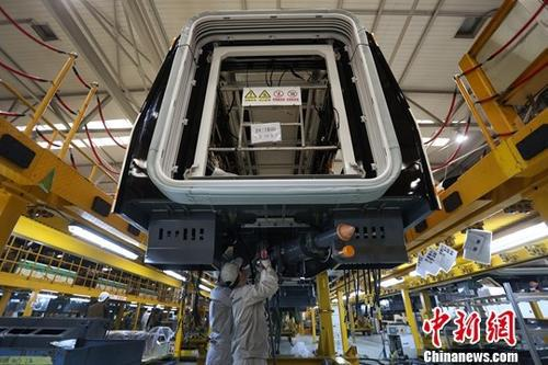 资料图:南京一家制造企业内的生产景象。中新社记者 泱波 摄