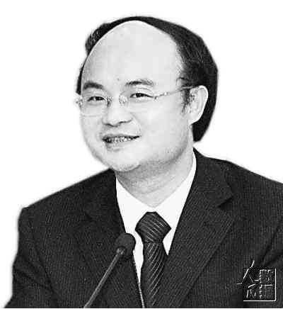 游劝荣:福建省人大常委会委员、法工委副主任,中国社科院法学所博士后,福州大学教授