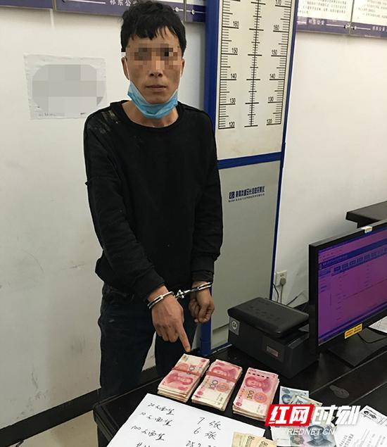 从犯罪嫌疑人身上搜出25800元现金。