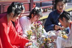 石燕湖景区举办首届汉服节
