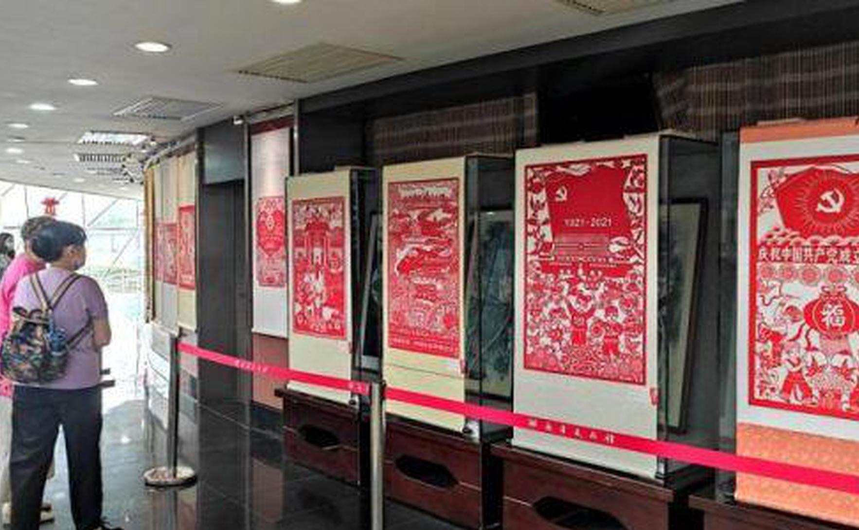 """120幅剪纸作品长沙展出 """"剪映""""百年社会发展变化"""
