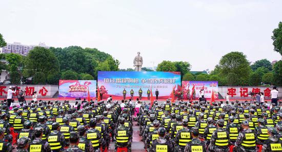 长沙望城400名新质民兵新锐出征