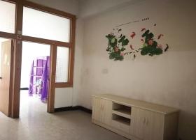 10月16日,新化县,戴某花和何某曾经居住的出租屋,戴某花在何某失踪10多天后搬走。图/记者曹伟