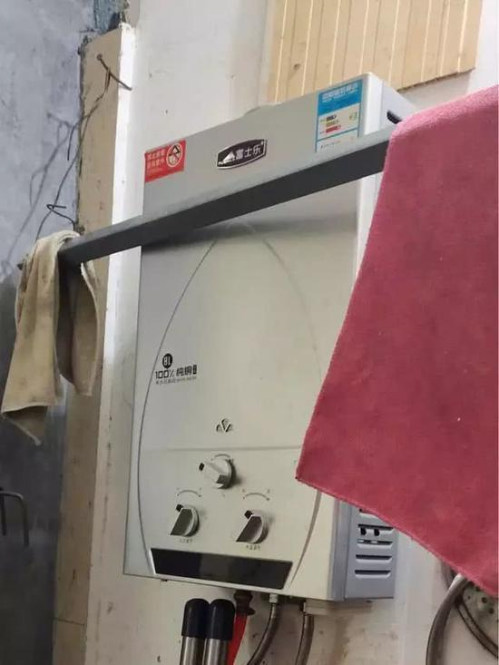 惠泽园小区患者家热水器