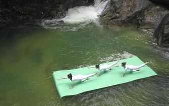 """郴州 """"中国最美森林""""上演水上瑜伽秀"""