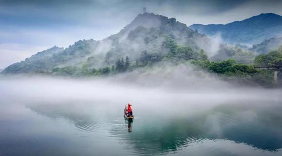 雾从水中生