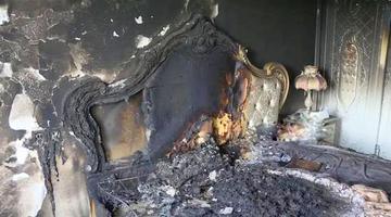 男子长期不拔手机充电器致家中火灾
