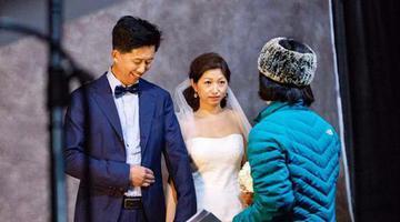 他们脱下工装拍了迟到20年的婚纱照