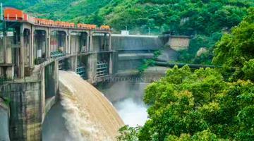 桂阳县欧阳海水库泄洪 场面壮观