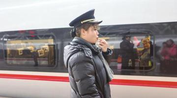 长沙火车南站女子接站员班组 凌晨4点就要起床