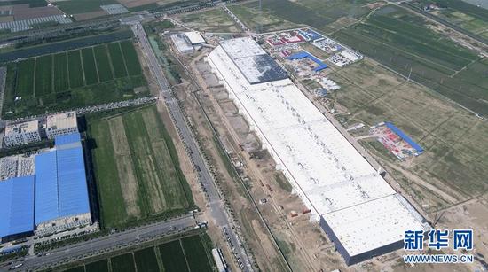 7月23日无人机拍摄的位于上海临港产业区的特斯拉上海超级工厂。 新华社记者 丁汀 摄