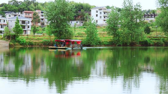乘竹筏游西河