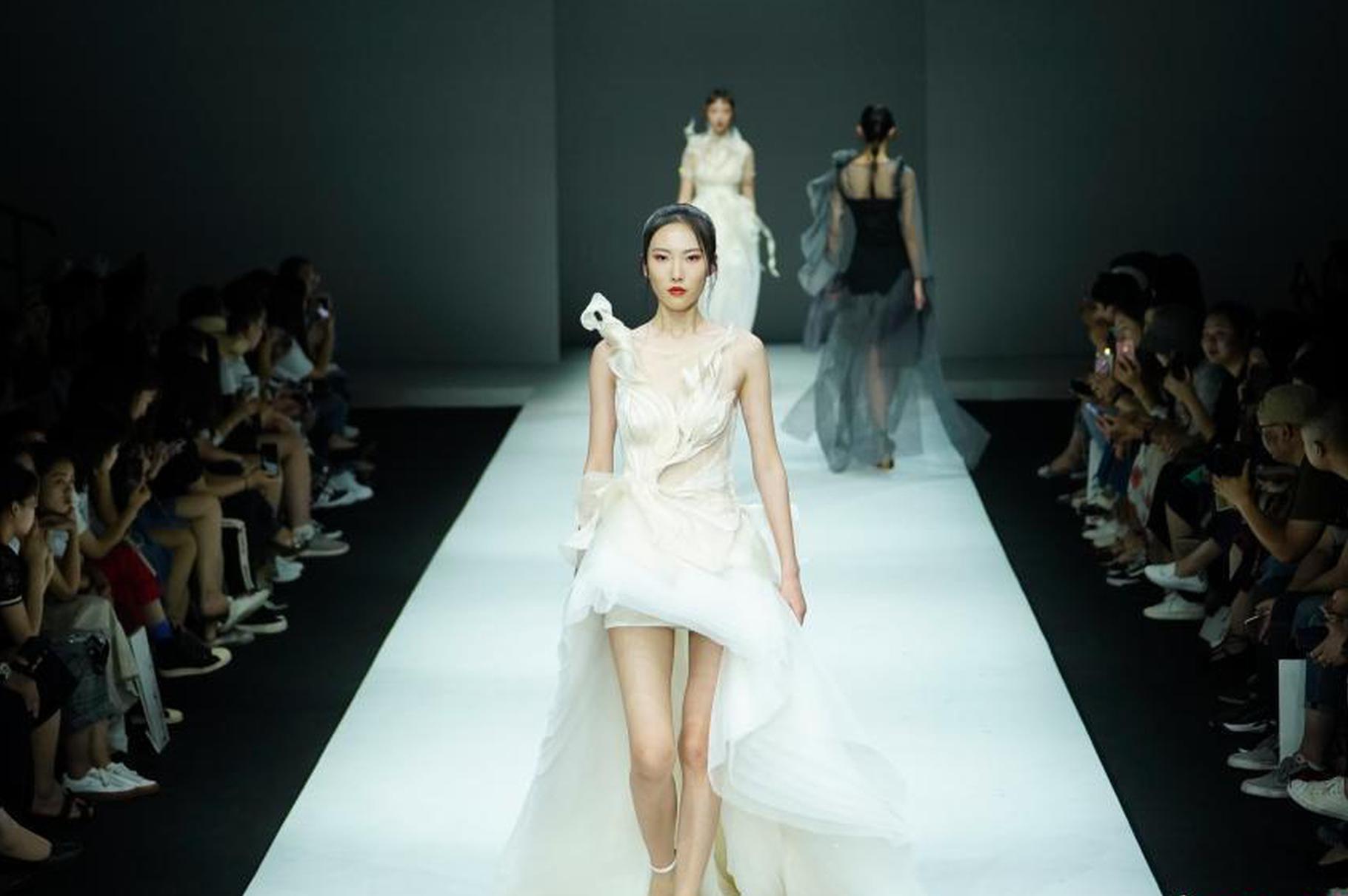 中国国际大学生时装周:湖南工艺美术职业学院作品发布