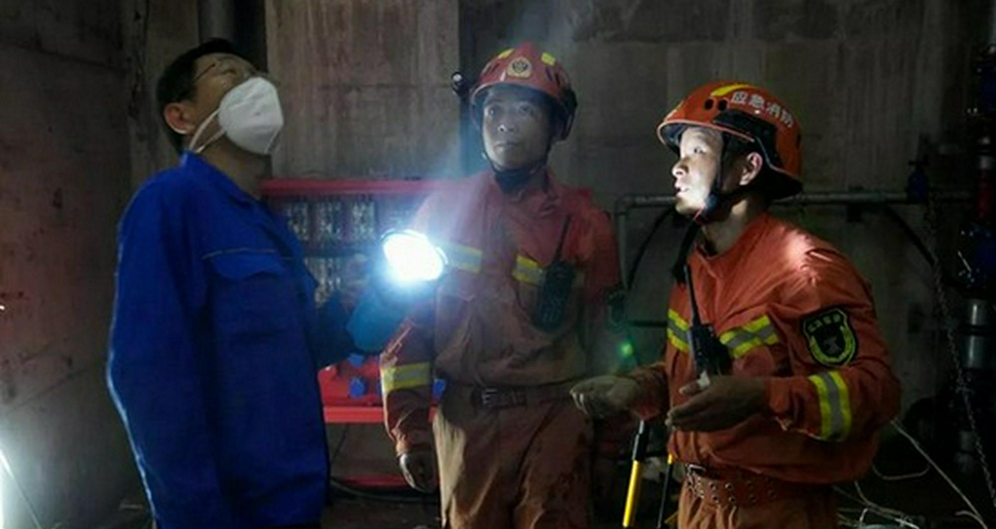 """""""湘豫""""在一起丨郑州地铁4条地铁线排涝进行中,湖南消防在努"""