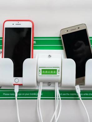 免费!长沙地铁上可给手机充电啦!