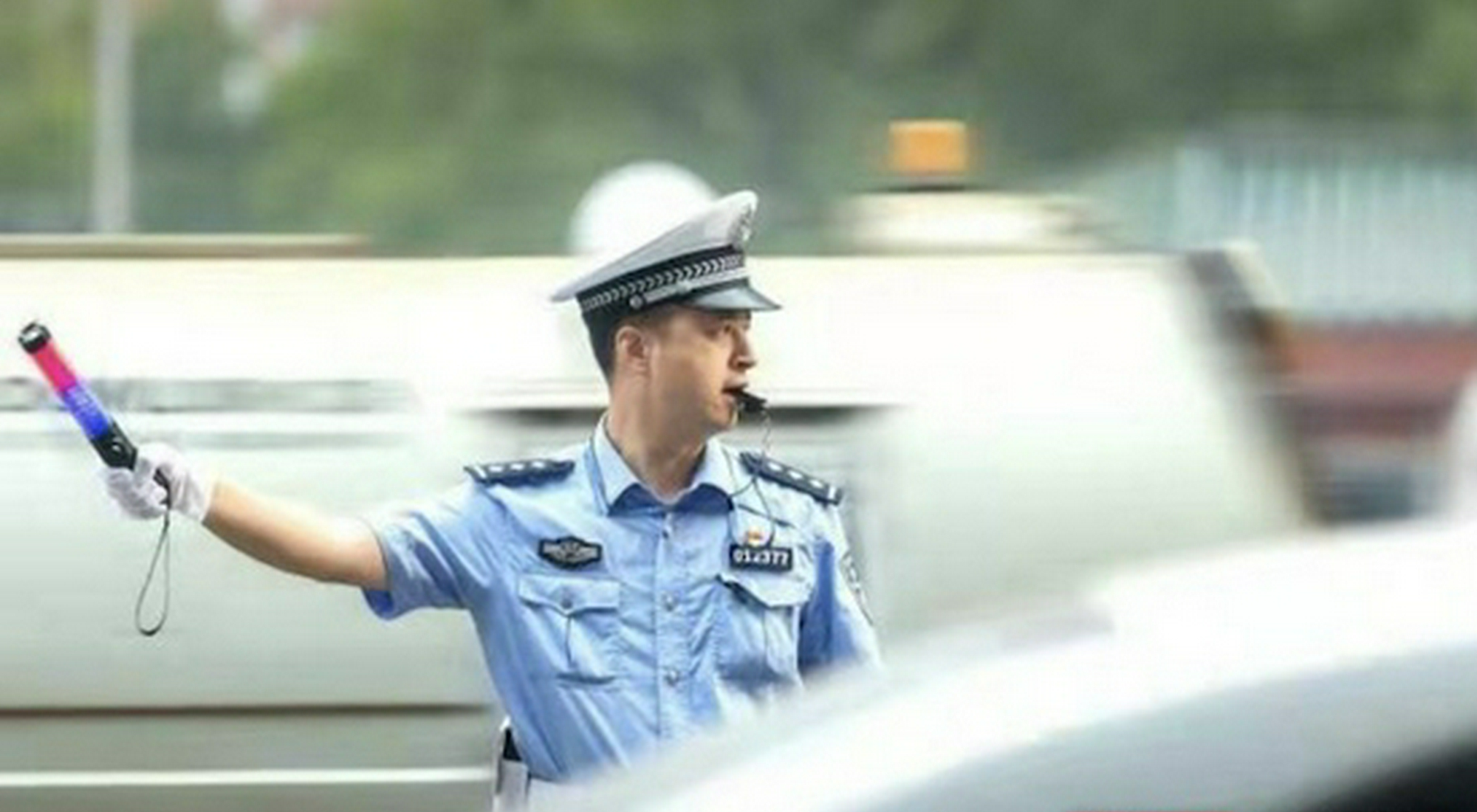 国庆期间湖南交警日均出警22369人次,查获重点交通违法45718