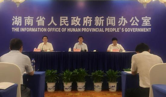 湖南省农村工作领导小组办公室、湖南省农业农村厅举行新闻发布会,发布湖南首批十个特色农业小镇名单。