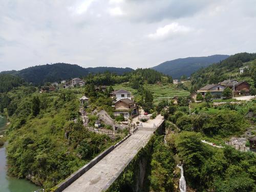 新化县油溪桥村:从省级贫困村到全国百强村