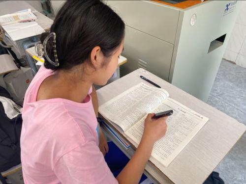 网易有道词典笔入驻湖南师大附中 以行动助力智慧校园建设