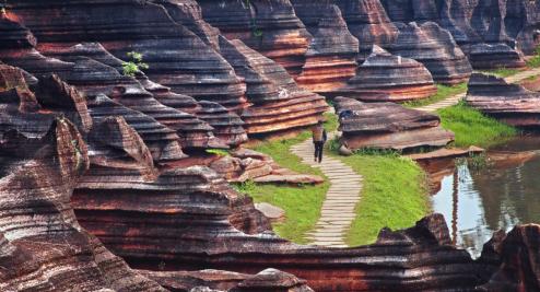 芙蓉镇·红石林度假区跻身'世界地质公园'