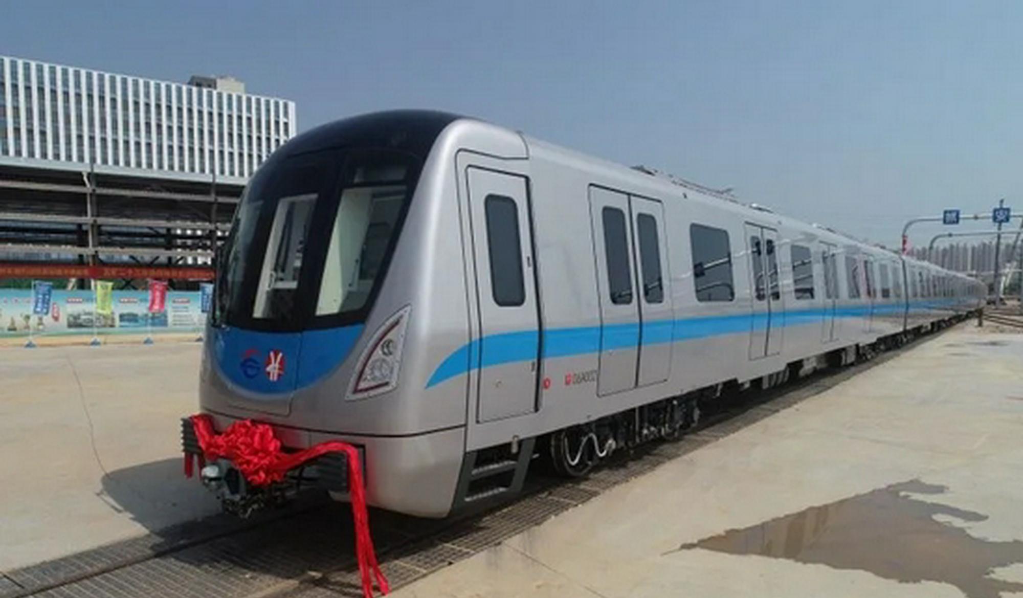 刚刚!地铁6号线首列车辆抵达长沙!