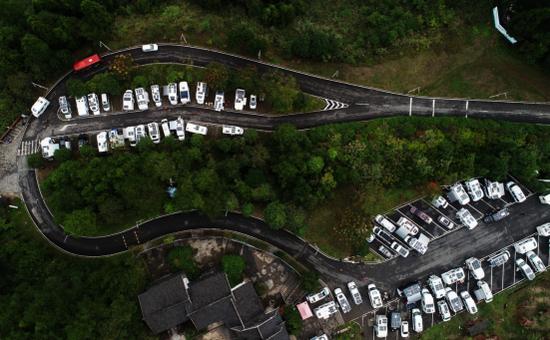 百辆房车走进芙蓉镇·红石林