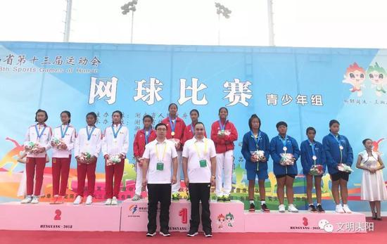 (左一:陈木妍)