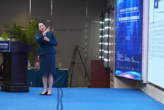 中国新闻史学会会长、清华大学新闻与传播学院教授陈昌凤发表主题演讲