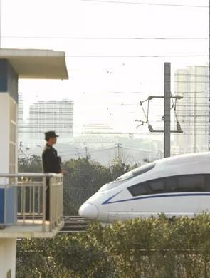 长沙南车站派出所辅警的春运24小时