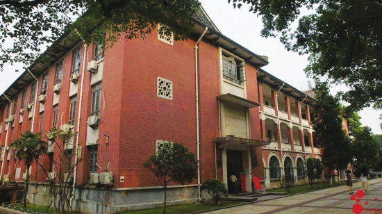 湖南大学外语楼。