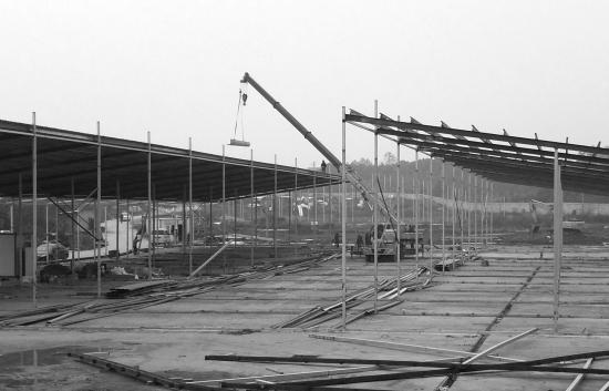 12月4日,干杉肉牛交易市场按要求进行自拆。