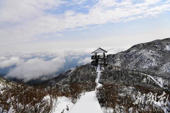 大围山景区迎来春节以来首场春雪