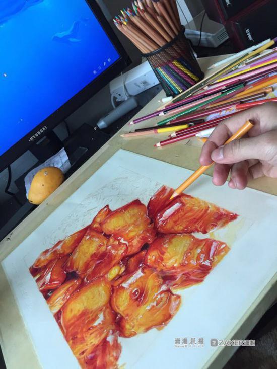 """用笔尖营造""""油腻感""""湖南大三学生19天手绘红烧肉"""