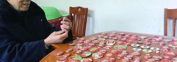 株洲八旬老人每天都佩戴毛主席像章 他收藏了160多枚