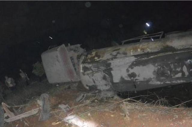 株洲一水泥罐车刹车失灵致5车相撞 路虎尼桑直接报废