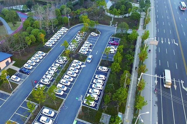 长沙街头新增60台新能源租赁汽车