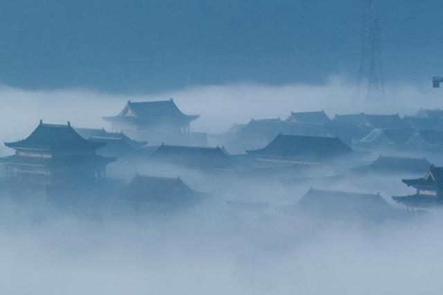 """湖南桂阳出现""""平流雾"""" 古式建筑若隐若现如仙境"""