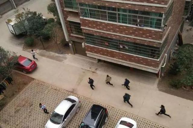 邵阳一涉毒小偷逃跑时自杀拒捕 警方开枪将其制服